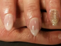 Babyboom nagels roze met filigree applicatie